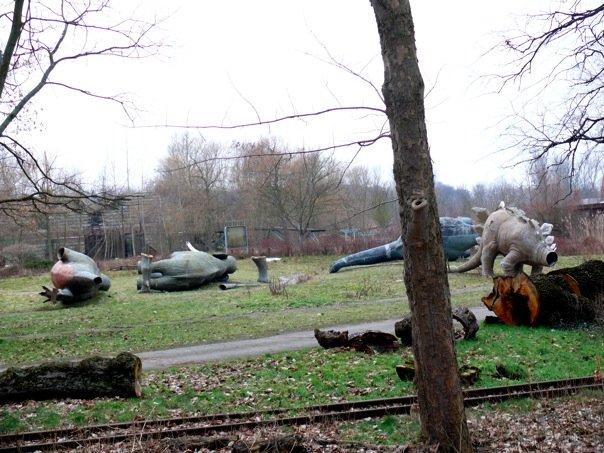 headless dinosaurs in treptow